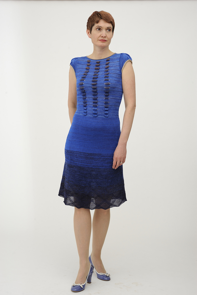 Blue_knitted_dress